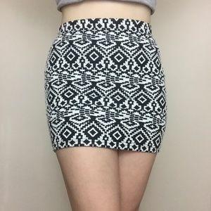 FOREVER 21 NWOT Geo Pattern Mini Skirt
